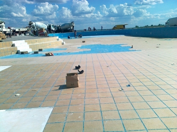 mozaik na podu i zidovima bazena